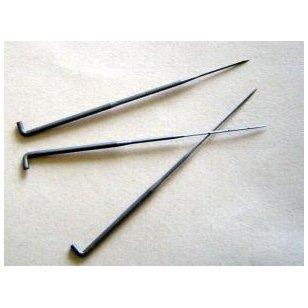 32 dydžio kokybiškos, Vokiškos šiaušimo adatos naudojamos sausam vėlimui, gaminio dekoravimui, pašiaušimui. Adatos forma trikampė.