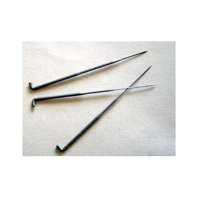 32 dydžio kokybiškos, Vokiškos šiaušimo adatos naudojamos sausam vėlimui, gaminio pašiaušimui. Adatos forma trikampė.
