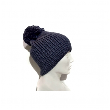 Megzta kepurė su bumbulu 3