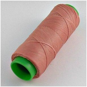 Labai tvirti, 100% poliesteris, 1mm storio vaškuoti siūlai. Puikiai tinka veltinių padų prisiuvimui. Spalva rožinė.Pakuotėje 100 metrų.