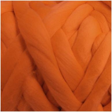 Merino vilnos sluoksna 50 g. ± 2,5 g. Spalva - oranžinė, 15,6 - 18,5 mik.