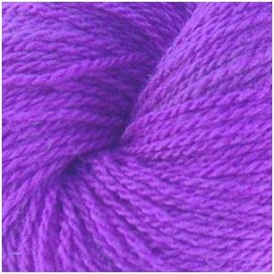 Vilnonių siūlų matkelis 150g. ± 5g. Spalva - violetinė. Sudėtis - 100% vilna.