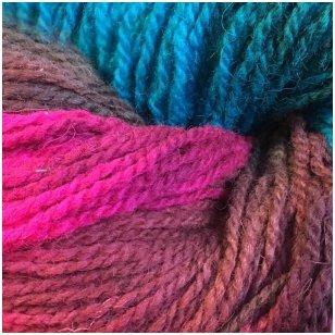 Vilnonių siūlų matkelis 150g. ± 5g. Spalva - violetinė, turkis, ruda, rožinė. Sudėtis - 100% vilna.
