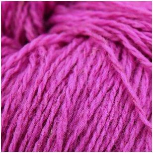 Vilnonių siūlų matkelis 150g. ± 5g. Spalva - viržių violetinė. Sudėtis - 100% vilna.