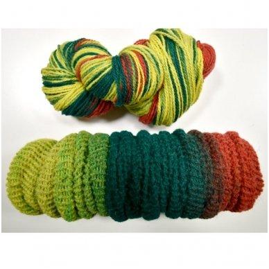 Vilnonių siūlų matkelis 150g. ± 5%. Spalva - geltona, žalia, raudona. Sudėtis - 100% vilna. 2