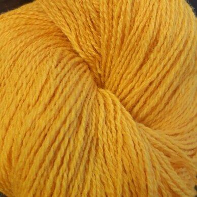 Vilnonių siūlų matkelis 150g. ± 5g. Spalva - geltona. Sudėtis - 100% vilna.