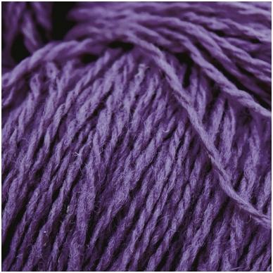 Vilnonių siūlų matkelis 150g. ± 5g. Spalva - pilkai violetinė. Sudėtis - 100% vilna.